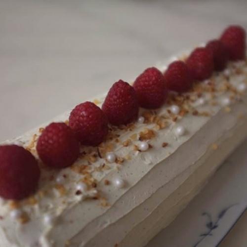 Bûche vanille, framboises et praliné