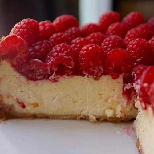 Cheesecake à la vanille et framboises fraîches